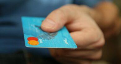 Cari Tahu Jenis Kartu Kredit Yang Digunakan
